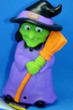 HALLOWEEN WITCH LIGHTS UP & CACKLES, MOTION ACTIVATED!  OFF